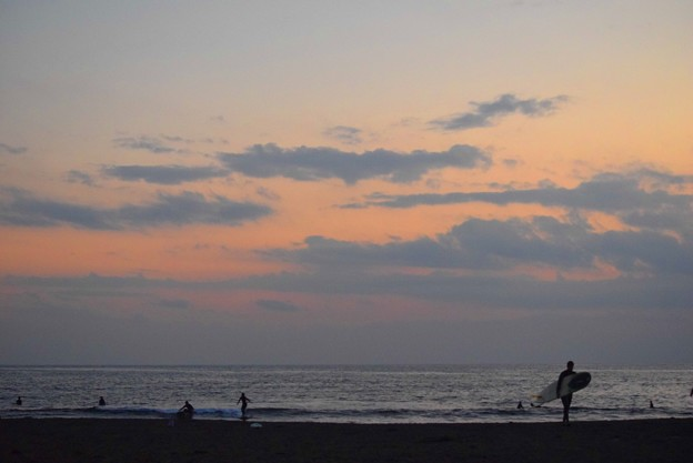 夕闇迫る湘南・鵠沼海岸 #湘南 #海 #波 #beach #surfinng #サーフィン #wave #mysky