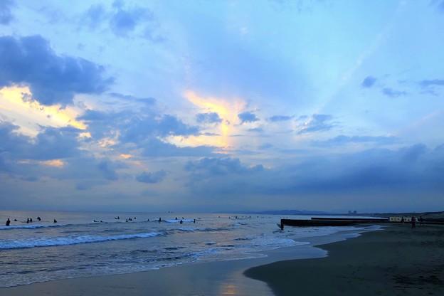 雲が拡がる夕方の湘南・鵠沼海岸 #湘南 #藤沢 #海 #波 #wave #surfing #surf #beach #mysky