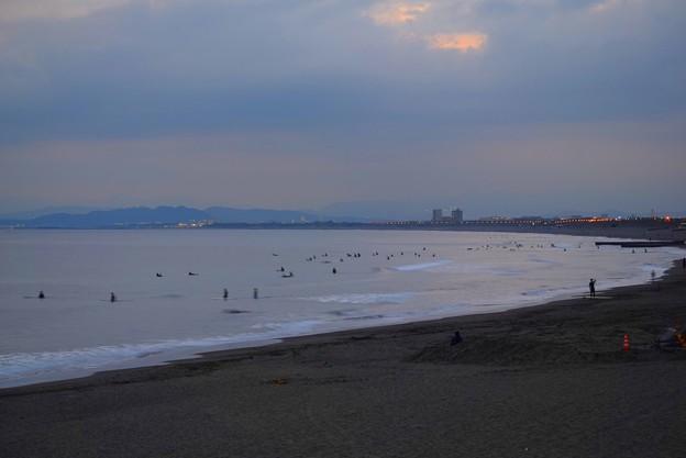 夕闇迫る湘南・鵠沼海岸 #湘南 #藤沢 #海 #波 #wave #surfing #surf #beach #mysky