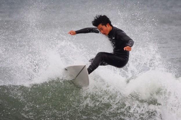 夕方の湘南・鵠沼海岸の波はひざからももサイズ #湘南 #藤沢 #海 #波 #wave #surfing #mysky