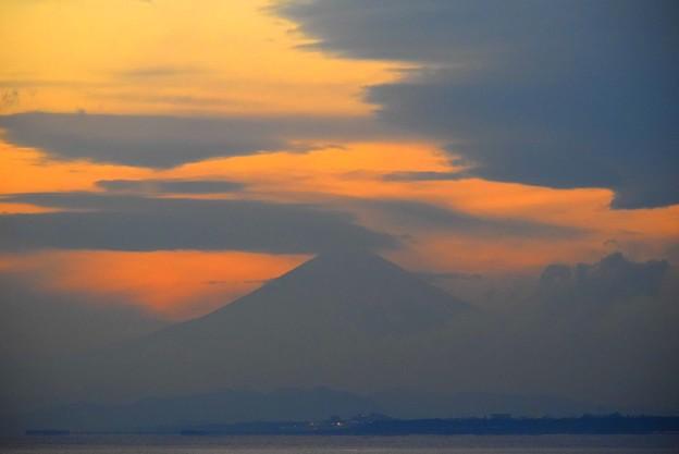 雲が纏わりつく夕方の富士山@湘南・鵠沼海岸 #湘南 #藤沢 #海 #波 #wave #surfing #mysky #fujisan #mtfuji #富士山