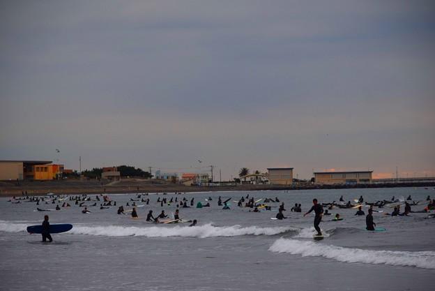 混雑する今朝の湘南・片瀬西浜 #湘南 #藤沢 #海 #波 #wave #surfing #mysky #beach