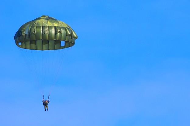 パラシュートによる降下 #自衛隊 #japanselfdefenceforces #mysky #習志野演習場 #降下訓練始め #japanairforce