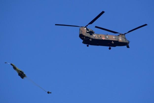CH-47チヌークからの降下訓練 #自衛隊 #japanselfdefenceforces #mysky #習志野演習場 #降下訓練始め #japanairforce