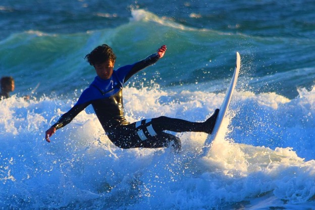 夕方の湘南・鵠沼海岸の波は腰から腹サイズ #湘南 #藤沢 #海 #波 #wave #surfing #mysky