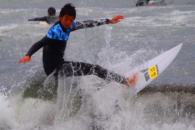 夕方の湘南・鵠沼海岸の波はひざからももサイズ  #湘南 #藤沢 #海 #波 #wave #surfing #beach #mysky #sky #sea