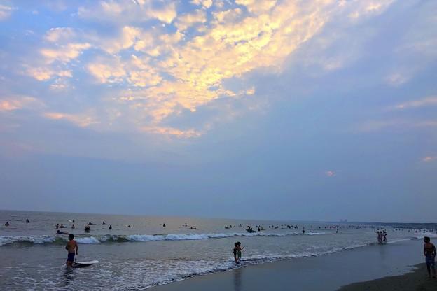 雲が広がってきた夕方の湘南・鵠沼海岸 #湘南 #藤沢 #海 #波 #wave #surfing #サーフィン #mysky #sea #beach