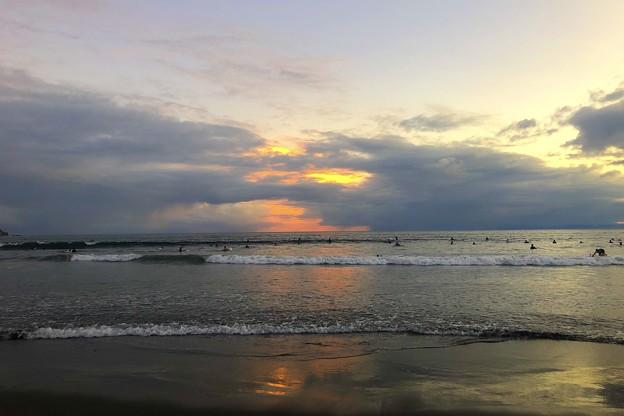 Photos: 雲が広がる夕方の湘南・鵠沼海岸 #湘南 #藤沢 #海 #波 #wave #surfing #mysky #サーフィン #sea #beach