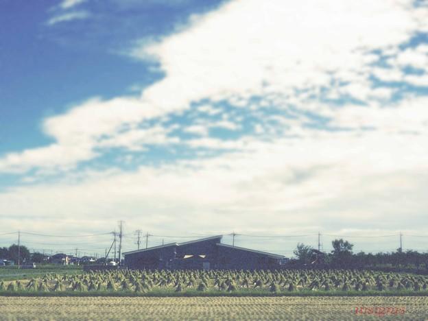 Photos: 藁ぼっちのある風景.......