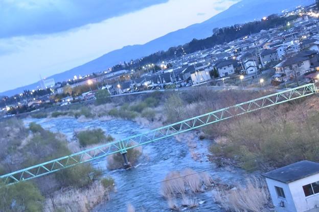 飯坂温泉の宿から見えた摺上川