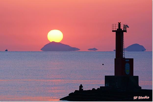 """写真: 日の出 """"神島"""""""