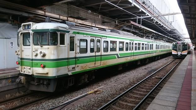 115系とE129系 新ニイA14編成 [JR 新潟駅]