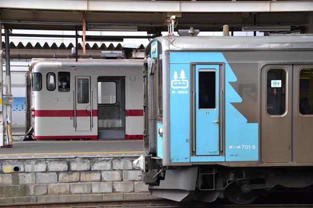 気動車と電車 (キハ40系/青い森701系 青い森701-6) [青い森鉄道 八戸駅]