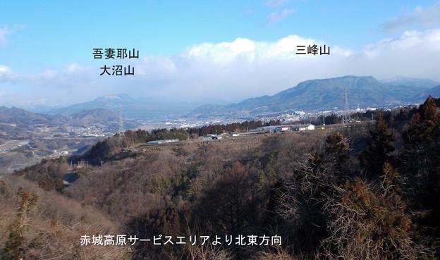 吾妻耶山と三峰山 赤城高原SAより北西、水上方面を望む