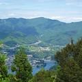 写真: 石老山から高尾山を望む