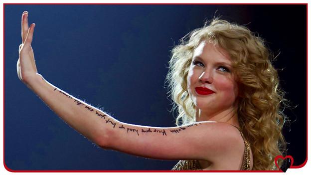 Beautiful Blue Eyes of Taylor Swift(10639)