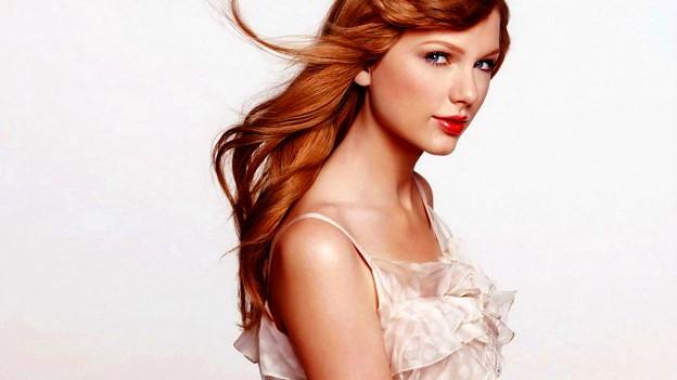 Beautiful Blue Eyes of Taylor Swift(10648)