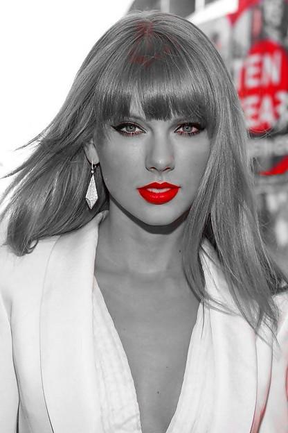 Beautiful Blue Eyes of Taylor Swift(10666)