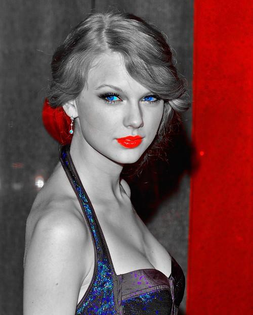 Beautiful Blue Eyes of Taylor Swift(10669)