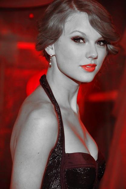 Beautiful Blue Eyes of Taylor Swift(10670)