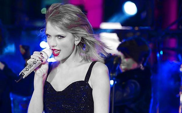 Beautiful Blue Eyes of Taylor Swift(10672)