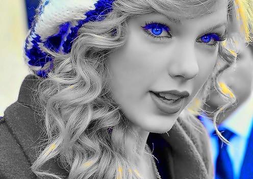 Beautiful Blue Eyes of Taylor Swift(10682)