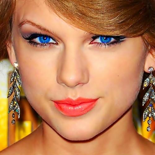 Beautiful Blue Eyes of Taylor Swift (10754)