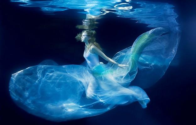 Beautiful Blue Eyes of Taylor Swift (10758)