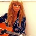 Beautiful Blue Eyes of Taylor Swift (10793)