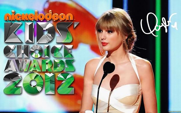 Beautiful Blue Eyes of Taylor Swift (10794)