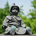 写真: 青い目の人形
