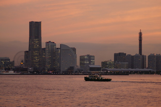夕暮れの横浜港