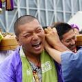 写真: 神輿の男