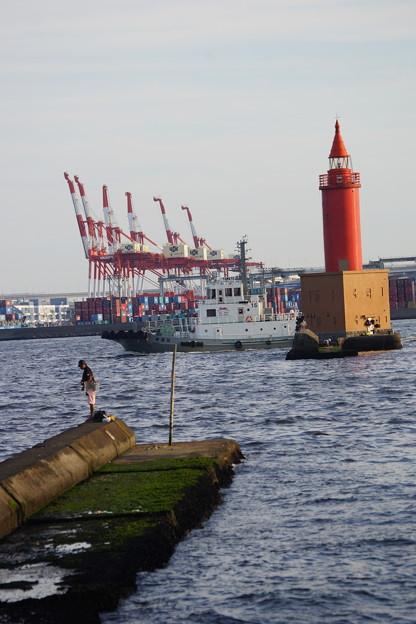灯台と釣り人
