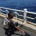 写真: 優しい釣り人