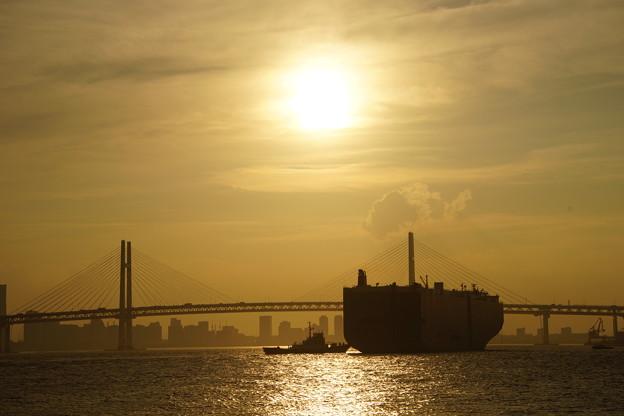 船とベイブリッジ