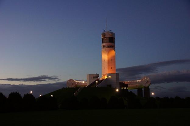 夕暮れの灯台