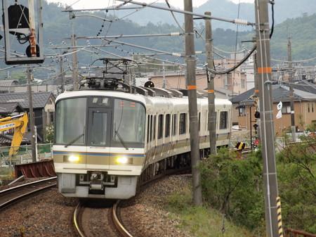 221系上り普通 山陰本線馬堀駅
