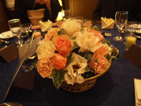 披露宴のテーブルの花