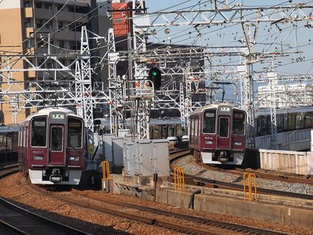 9000系と9300系の並び 阪急中津駅