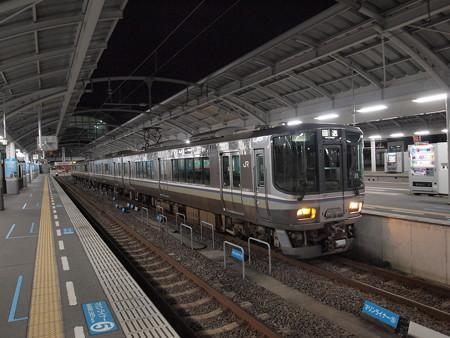 223系回送 予讃線高松駅02