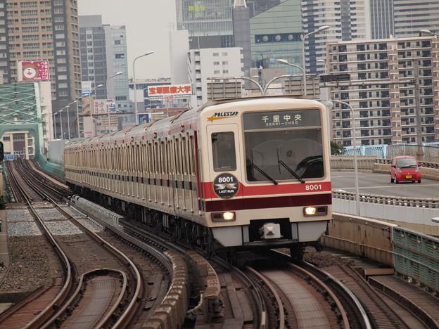 北大阪急行8000形  御堂筋線西中島南方駅01