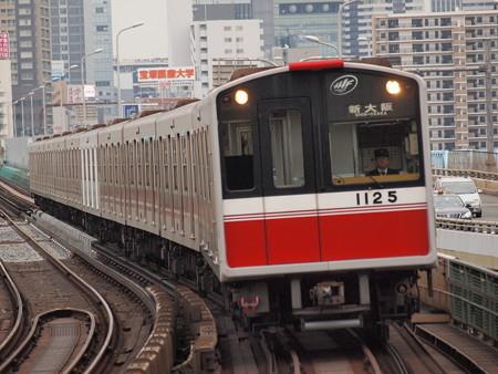 大阪市営地下鉄10系 御堂筋線西中島南方駅02