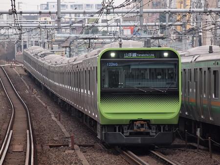 E235系普通  山手線駒込駅 02