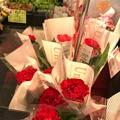 写真: 17:24通院帰りフラフラ中に購入カーネーション~何年ぶりか?自分の心の花が優しさが買ったが…~Red flower of carnation