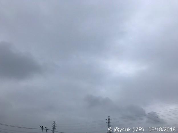 寒い梅雨空、耐える鉄塔~届け熱い発熱。旅だちと買い物のの途中~W杯日本代表がんばれ~揺れる日本列島のために