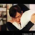 """感涙の最終話うしろに夫と奥様の遺影と共に抱きしめ合う親子""""義母と娘のブルース""""綾瀬はるか(義母)他人だからこその深い愛が絆が笑顔が優しさ支え合い思いやり「私たちの心を救った""""愛""""に溢れたドラマの軌跡」"""
