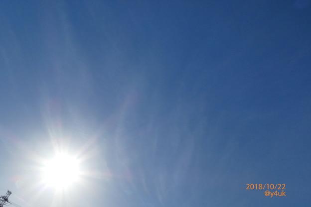 次の日も秋晴れキター♪───O(≧∇≦)O────♪2日連続なんて曇り雨ばかりの今秋そして明日から再び曇り雨の日々、貴重な青空!雲が描く画が素敵と鉄塔が覗く~絞り優先~Bluesky joy sun