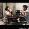 """Photos: コンビニおにぎり&カップ味噌汁、質素な夕飯でも愛あれば豪華ディナー。戸田恵梨香もムロツヨシも仲良く見つめあい食べあう、質素でも愛し合う2人は幸せ。この2人だから自然で完璧ドラマ恋がしたくなる""""大恋愛"""""""