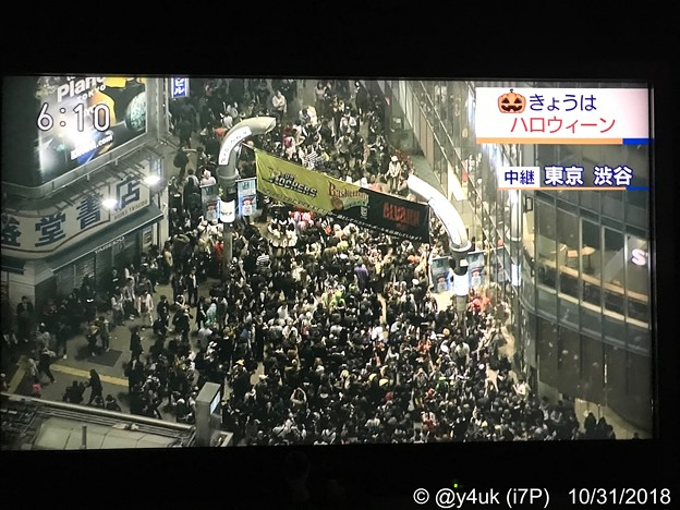 Photos: もはやハロウィンではない…主催者もない無法地帯に群がり血塗って露出し宛もなく歩く若者日本の未来。キモいダサい怖い猿たち…ストレス満載パワーを他へ使って、本当の血の痛みを死者を知ってほしい(NHK空撮)